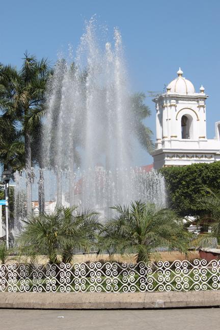 puertochiapasfountain2014-w