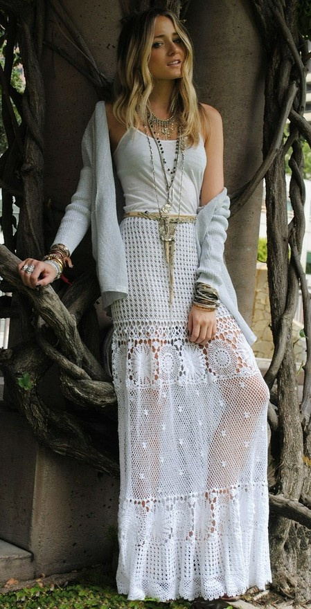 lace-maxi-skirt-outfit-ideas-1